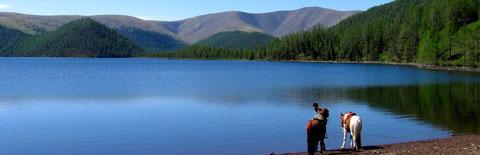 Le plus grand des lacs sur la région des huit lacs (Naiman nuur)