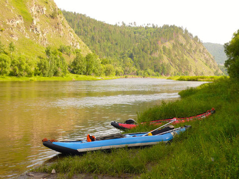 Au Khentii les rivières ont taillé la montagne, formé des méandres