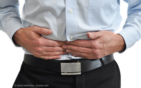 Wer nicht mehr richtig kauen kann, bekommt oft Magen-Darm-Probleme.