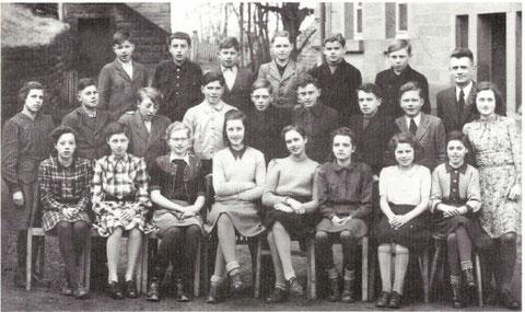 - schulklasse-1947-reihe-oben-von-rechts-nach-links-lehrer-schrack-heinz-belzner-hans-auf-gerhard-wagner-reinhard-notter-walter-manthey-dagobert-neu-mitte-franz-fuchs-wilhelm-buchner-eberhard-hartmann-kar-oßwald-walter-betz-walter-belzner-h