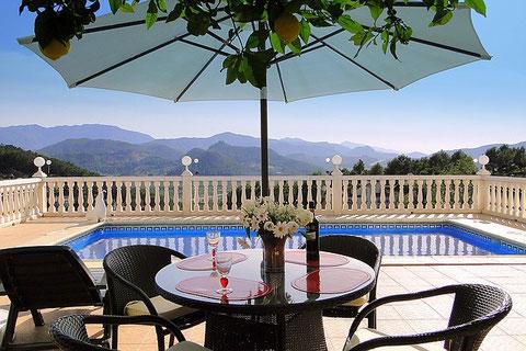 Ferienwohnung Valencia, Pool und ausblick auf Monterrey