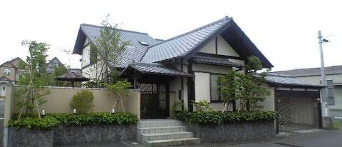 閑静な住宅地に建つ家