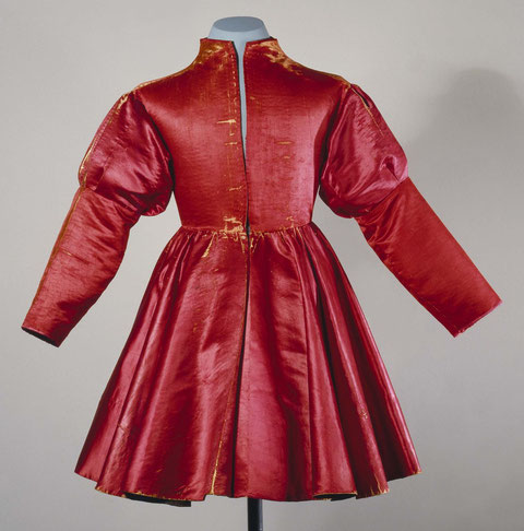 Robe de Noble Bourguignonne en taffetas. Musée de Berne