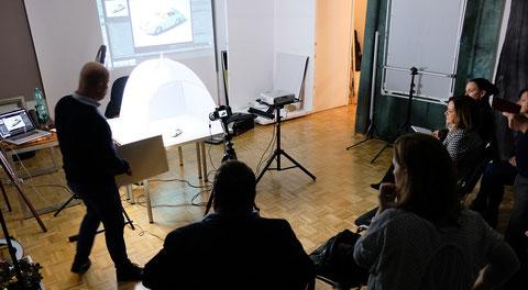 """Ein Teil des Workshops befasste sich mit """"PRODUKTFOTOGRAFIE""""."""
