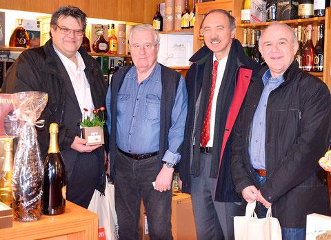 Handel-Bundesspartenobmann Akan Keskin, SWV-Steiermark-Präsident Karlheinz Winkler und Bezirksmandatar Hardy Macher auf Betriebsbesuch bei Getränke Rudi Kinzl.
