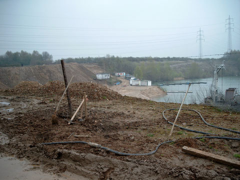2003/4 erschwert die Auskiesung am NO-Ufer das Vereinsleben