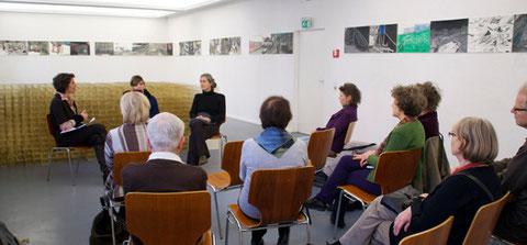 Künstlerinnengespräch am 13.11.2011, moderiert von Julie August