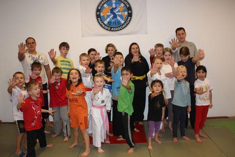 1.Kinder Selbstverteidigungs Lehrgang 14.Januar 2012