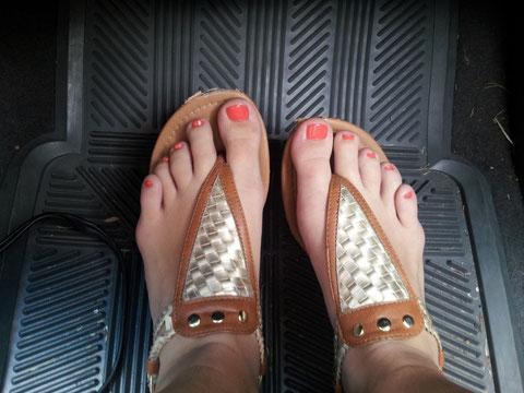 Das erste Mal, dass meine Füße wenigstens ein bisschen gut aussehen, haha! :D