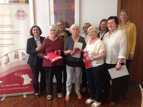 Das Bild zeigt von links nach rechts: Jutta Schneider-Gerlach (1. Vorsitzende), Elisabeth Flügel, Dr. Ursula Dostal-Dittmann, Ute König-Schmidt, Ursula Scheuermeyer, Traudl Völker, Brigitte Beck, Margrit Leitner und Stefanie Fäth