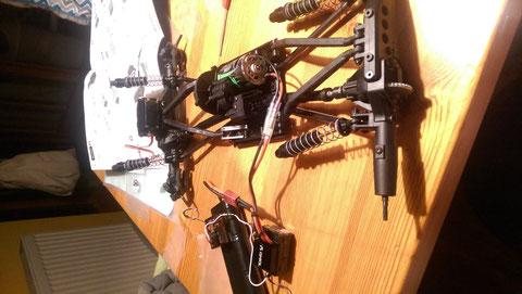 Jetzt mal testen ob alles Rund läuft ... Getriebe, Differentiale und ob die Laufrichtung beider Achsen richtig ist.