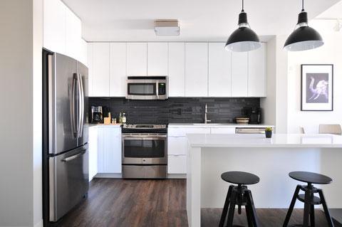 明るく開放的なキッチンのイメージ