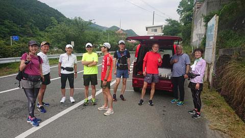 ラスト4kmほどの激坂の前で。キツいところはみんなで頑張りました!