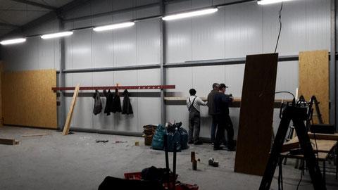 Tag 10 - Die Wand für die Bögen und das Equipment der Schule...