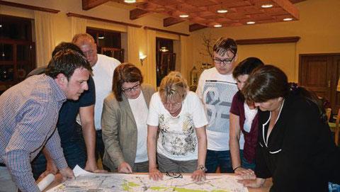 Die Bundestagskandidatin Angela Mayr stellte sich den Fragen der Dorfgemeinschaft Weichering (DGW) zu den Projekten B16-Ausbau und Nationalpark im Landgasthof Voglsang in Weichering.