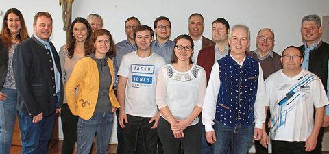 Sie gehen für die Dorfgemeinschaft Weichering in die Gemeinderatswahl: das Team der Gruppierung rund um Spitzenkandidat Stefan Appel, der auch auf der FW-Liste für den Kreistag antritt. Foto: Donaukurier