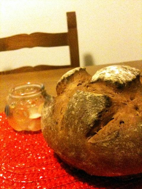黒パン。食事パンです。