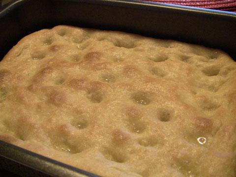 定番フォカッチャ。フィレンツェではこれをスキアッチャータと呼びます。オイルたっぷりで焼いた〜。