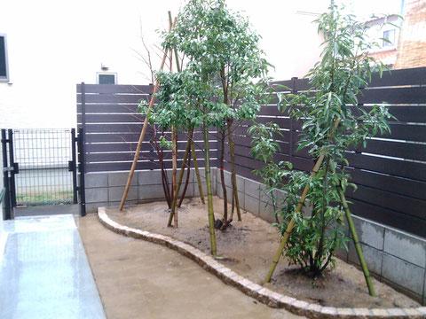 フェンスと庭