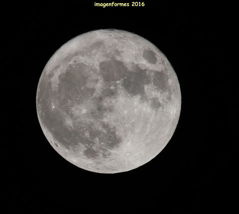 Quand la Lune se fait Ronde. 7D =600mm un peu recadrée
