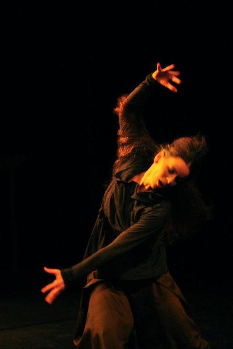 """""""ich.stimme."""" - 11. Kemptener Tanzherbst.Tanz: Astrid Tiedemann. Foto Barbara Ehlert"""