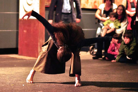 """""""ich.stimme"""" - Artig 11 - Kempten. Tanz: Astrid Tiedemann. Foto: Barbara Ehlert"""