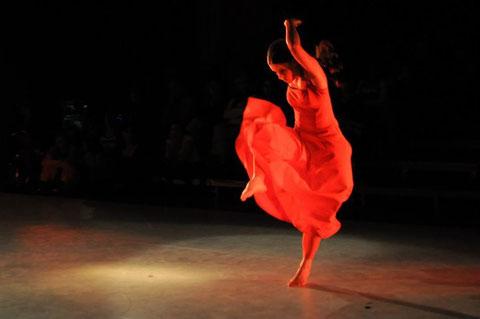 """tanz in rot"" - 10. Kemptener Tanzherbst. Foto Barbara Ehlert"
