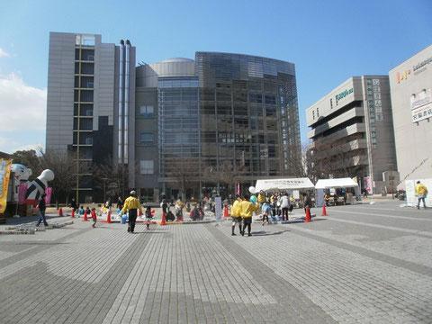 四日市市民広場で日本地図を作る
