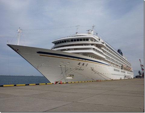 四日市港(霞埠頭)に1月6日に入港した豪華客船 飛鳥Ⅱ 50,000トン強 port by suzuki