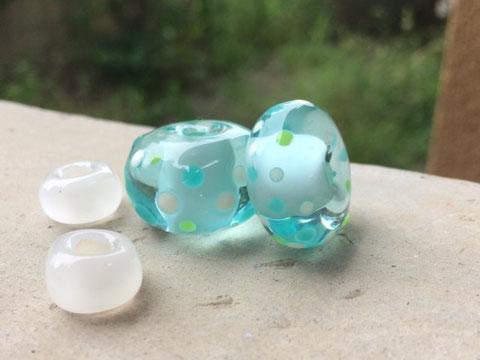 ガラスのビーズジュエリー 宝石 世界はほしいモノにあふれてる