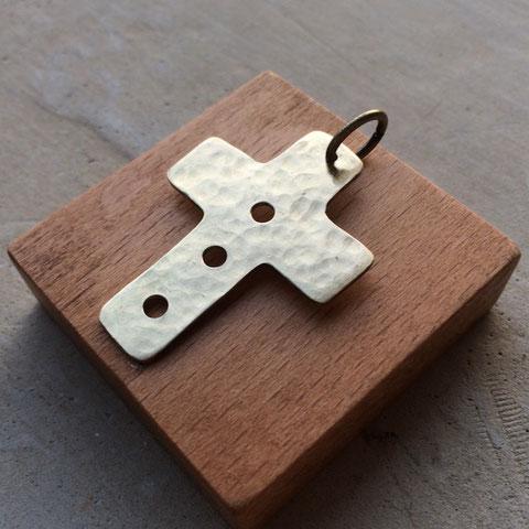 シンプルな十字のペンダントトップ