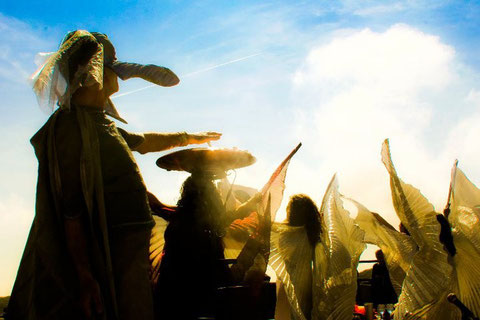Un momento dello spettacolo durante il festival spagnolo a Baelo Claudia