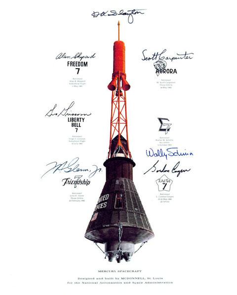 Capsule Mercury avec le nom des différentes missions spatiales et de leurs commandants