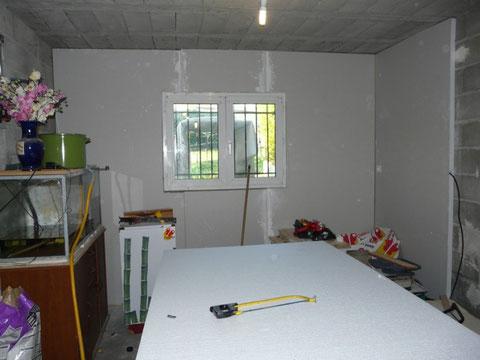 28 Octobre 2009 : Isolation avec l'habillage des murs en cours :)