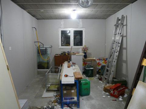 03 Novembre 2009 : habillage des murs fini ! :D