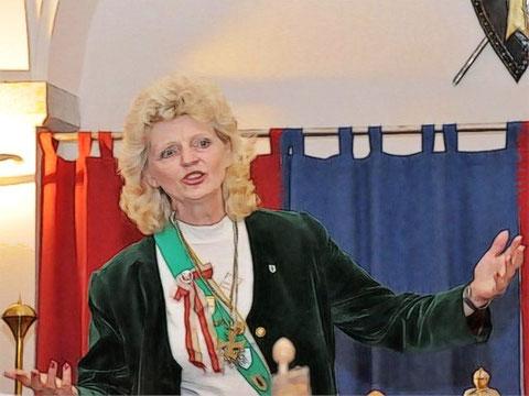 Gesangsvortrag von der Burgfrau Monika von Schönfeld