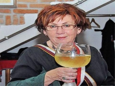 Gurgfrau Rothilde von Freyensteyn bei der Humpenkreisung