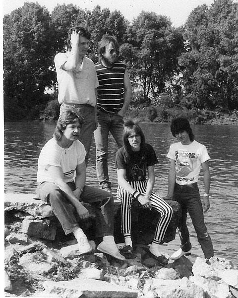 """1982 mit den Gründungsmitgliedern v.l.n.r.: Lothar Gerfelder (b), Thomas Reußenzehn (g), Kläus Schmidt (dr), Achim Schnall (g), Peter """"FIPS"""" Schmidt (voc)"""