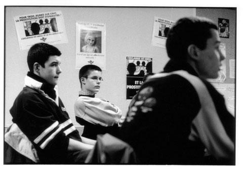Mouvement du Nid: rencontre-débat avec un public jeune à Nantes en 2002.