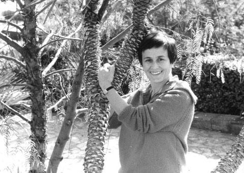 """1968. Après avoir activement participé aux """"événements"""", Odette Roux prend un peu de repos."""