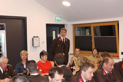 Jugendbetreuer Marcel Lanzanasto berichtet über die zahlreichen Aktivitäten der Feuerwehrjugend im letzten Jahr.