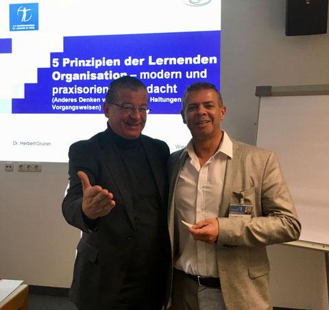 Pflegedirektor Sinnhuber mit Dr. Gruner