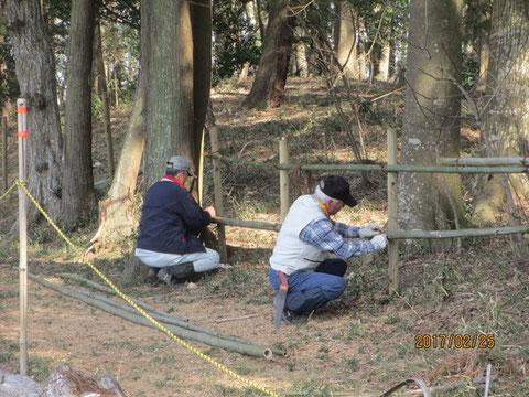 柵の改修作業です