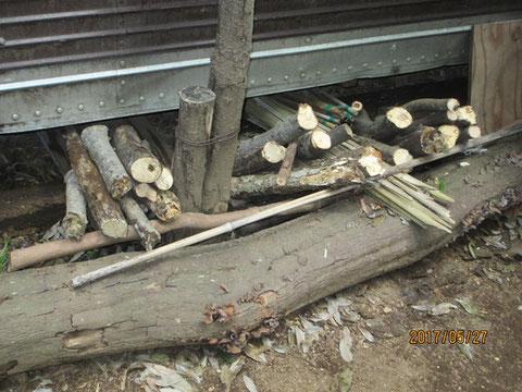 薪はここに積み重ねます