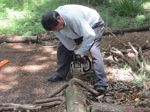 薪が無くなり、薪作り作業です