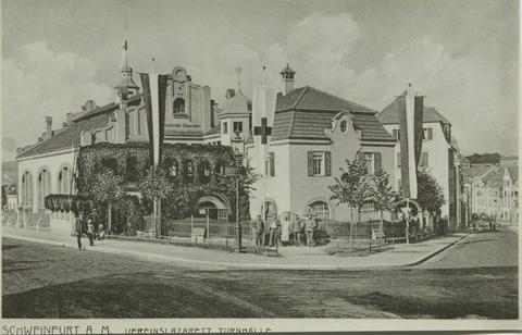 Im Ersten Weltkrieg diente die Turnhalle auch als Lazarett ca. 1915 (rechts Klingenbrunnstraße)