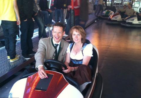 Auch unser Oberbürgermeister Sebastian Remele mit Gattin Monika erfreut sich der Angebote                Foto: Oliver Schulte