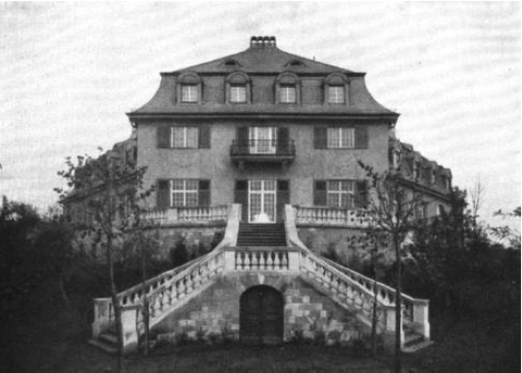 Die ehemalige Fichtelsvilla - heute gibt es nur noch die Treppe. Der Rest fiel den Bomben des Zweiten Weltkriegs zum Opfer