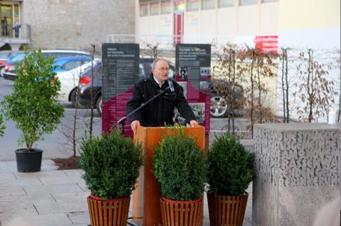 Die Einweihungs- und Gedenkfeier am 9.11.2013 - Klaus Hofmann erinnert an das, was nicht vergessen werden darf...