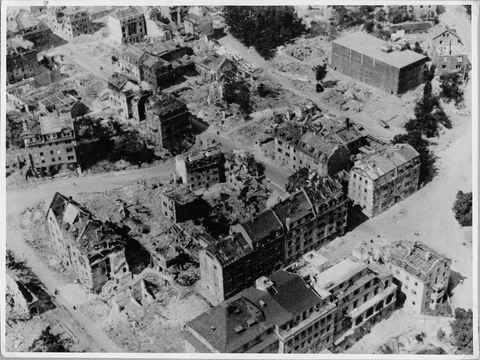 rechts oben der Spitalseeplatz mit Spitalseebunker 1944